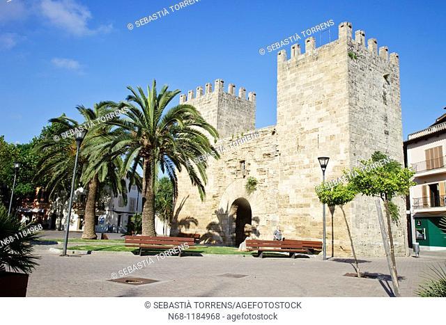 Porta des moll, Alcudia's walls, Majorca, Spain