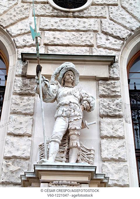 -Statue of soldier in facade- Heldenplatz, Wien (Austria)