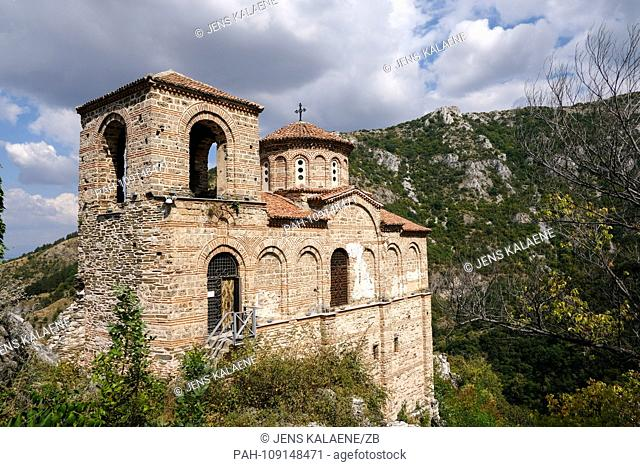 13.09.2018, Bulgaria, Assenowgrad: The fortress Assen - Assenova Krepost surrounded by the Rhodope Mountains. The nearby Plovdiv will be European Capital of...