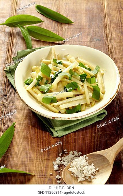 White asparagus with wild garlic