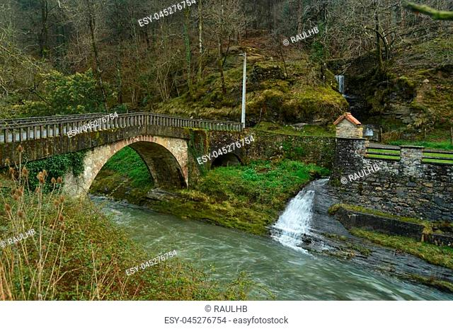 Beautiful Photo Of Postcard With A Brave River, A Roman Bridge And A Wonderful Mini Houseboat In The Natural Park Of Gorbeia
