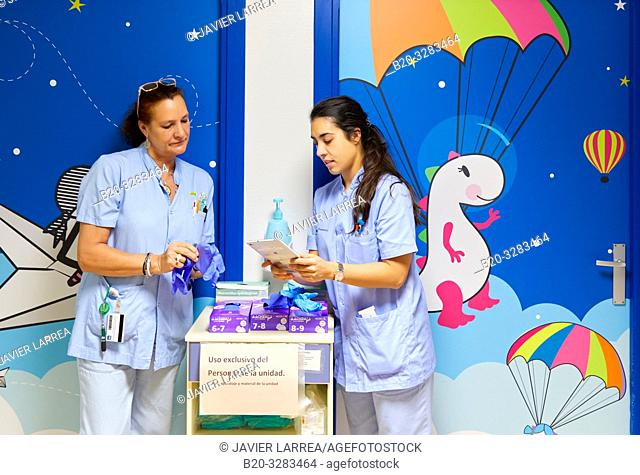 Nurses with tablet, Plant for hospitalization of children, Pediatrics, Medical care, Hospital Donostia, San Sebastian, Gipuzkoa, Basque Country, Spain