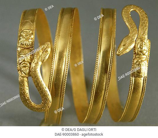Spiral gold bracelet, Italy. Goldsmith art. Greek civilization, Magna Graecia