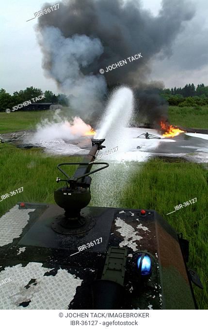 DEU, Federal Republic of Germany, : Rescue exercise of the airport fire service of the german airforce. A training petrol fire has to be extuinguished by the...