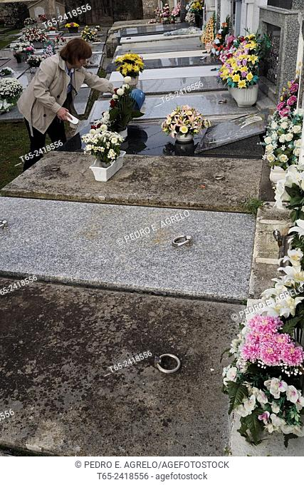 31 October 2014 (Lugo, Galicia, Spain): people clean the graves of their loved ones, for the Feast of All Saints, when cemeteries are decorated with flowers