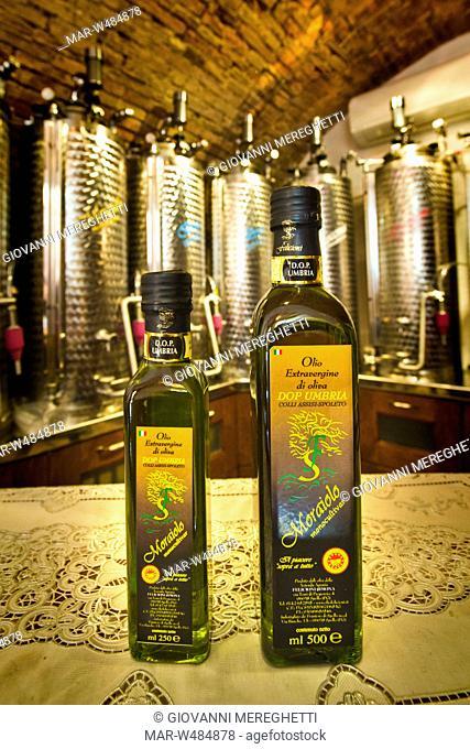 olio etra vergina di oliva dop, moraiolo, spello, umbria