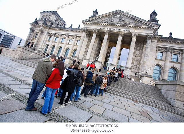 Tourists waiting in line to acces to the Reischstag Dome by Norman Foster