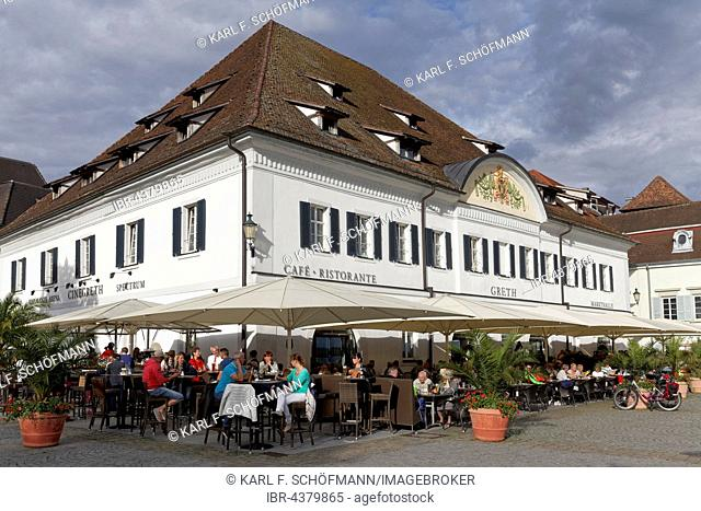 Gret, market hall with outdoor gastronomy on the lake promenade, Überlingen, Lake Constance, Baden-Württemberg, Germany