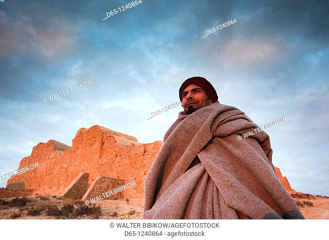 Tunisia, Ksour Area, Ksar Ouled Soltane, middle-aged Tunisian man, R, MR-TUN-10-004