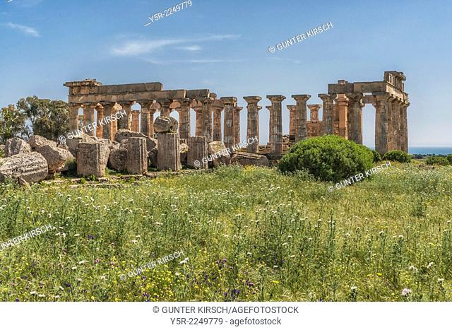 The Temple of Hera, Tempio di Hera, was built about 470 to 450 BC. The temple belongs to the archaeological sites of Selinunte