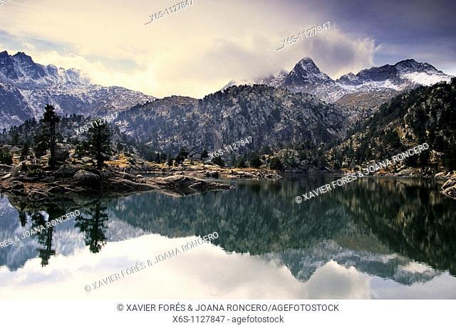 Tort de la Peguera lake, National Park Aigüestortes i Estany de Sant Maurici, Lleida Spain