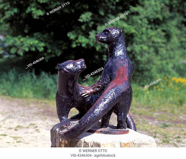 D-Samtgemeinde Hankensbuettel, Hankensbuettel, Naturpark Suedheide, Droemling, Lueneburger Heide, Niedersachsen, Fischotterskulptur am Otter-Zentrum
