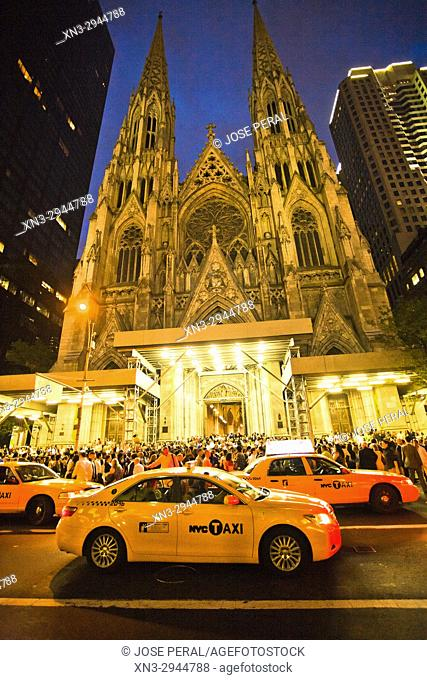 St. Patrick's Cathedral, 5th Avenue and 50th Street, Manhattan, New York, USA