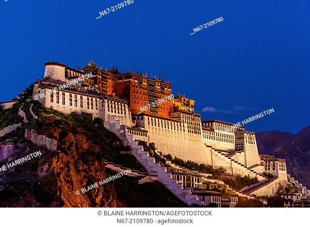 The Potala Palace illuminated at twilight, Lhasa, Tibet (Xizang), China