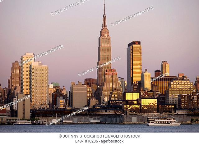 EMPIRE STATE BUILDING MIDTOWN SKYLINE HUDSON RIVER MANHATTAN NEW YORK CITY USA