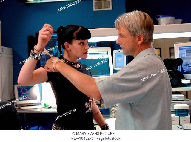 NAVY NCIS : NAVAL CRIMINAL INVESTIGATIVE SERVICE aka NCIS Series,4 / Episode,2 / ESCAPED PAULEY PERRETTE as Abbey Sciuto