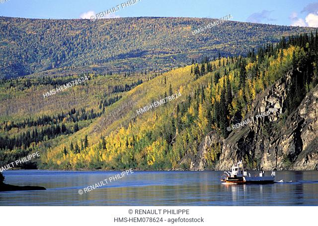 Canada, Yukon, ferryboat between the two banks from Yukon to Dawson city