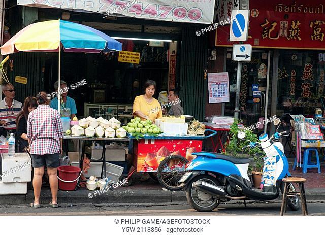 Street food vendors in Yaowalat Road, Chinatown, Bangkok