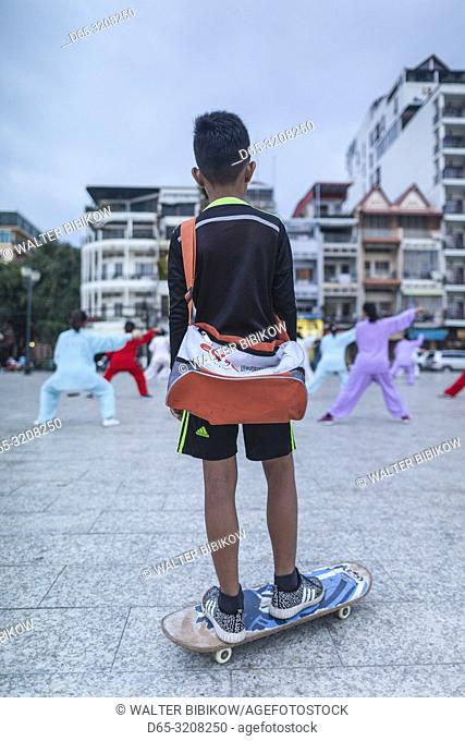 Cambodia, Phnom Penh, morning excercises by the Tonle Sap Riverfront, dawn, NR