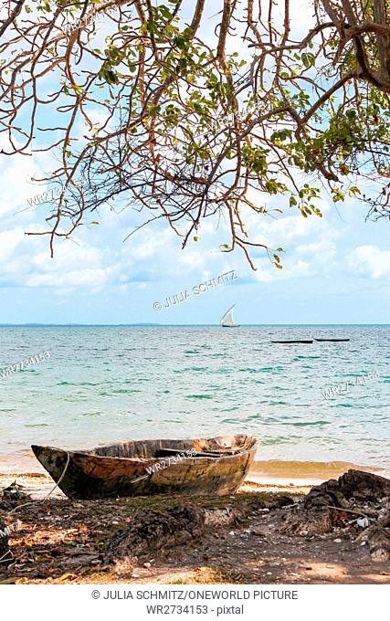 Tanzania, Zanzibar, Pemba Island, deserted beach, boat, weathered boat on the beach