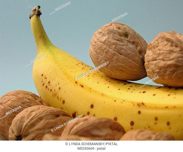 Banana and walnuts
