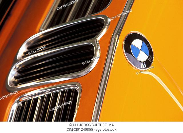 Car, BMW 2002 tii, sedan, medium-class, medium-sized, vintage car, orange, model year 1968-1975, detail, details, Kühler, radiator, cowling, grill, logo