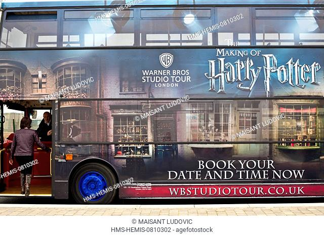 United Kingdom, London, Westminster, Victoria Station, shuttle bus to Harry Potter Studio Tour (The Making of Harry Potter) in the Leavesden Film Studios...