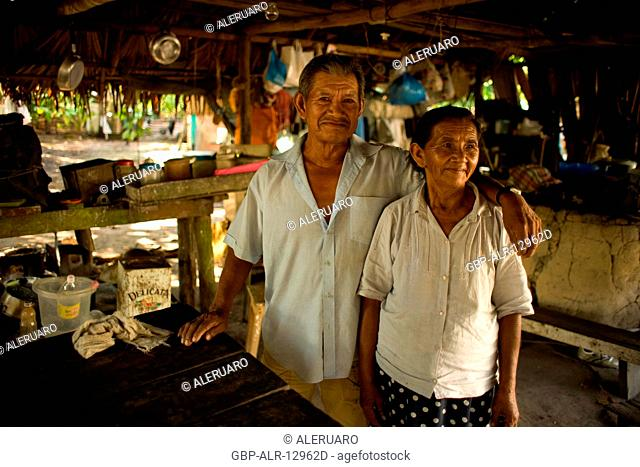 Couple, Nova Canaã Community, Cuieiras River, Amazônia, Manaus, Amazonas, Brazil