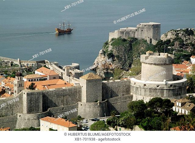 Croatia, Dalmatia, Dubrovnik, view to the city wall with tower Minceta and behind the fortress Lovrijenac, in the backround the old vessel Tirena