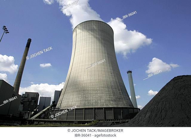 DEU, Germany, Voerde: Hard coal power staion of STEAG power company. Cooling tower