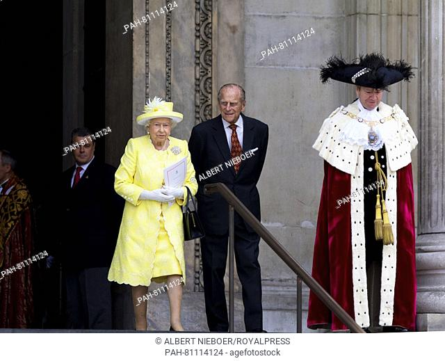 Londen, 10-06-2016 Queen Elisabeth and Prince Philip Departure Members of the British Royal Family attend a National Service of Thanksgiving to mark Queen's...