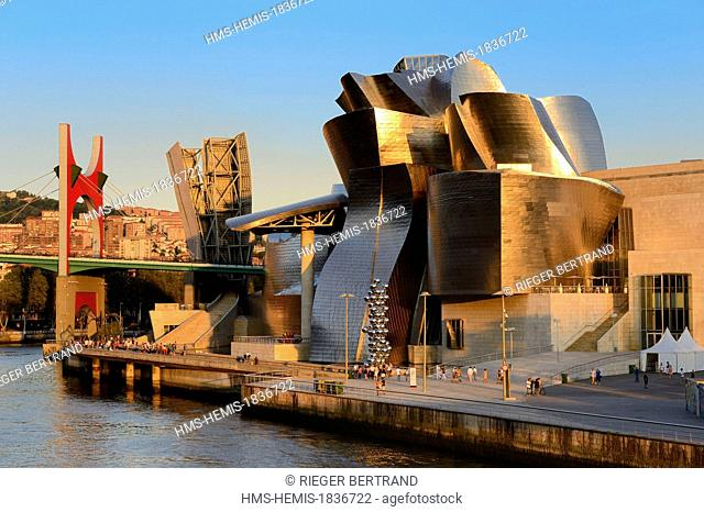 Spain, Basque Country Region, Vizcaya Province, Bilbao, the Guggenheim Museum designed by Frank Gehry and the Salve bridge with Les Arches Rouges artpiece by...