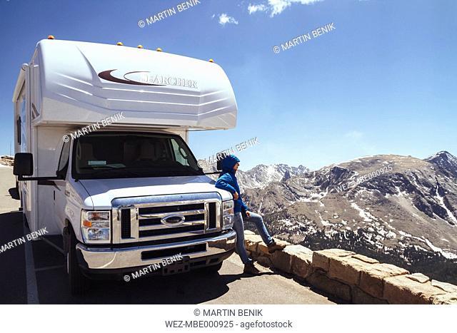 USA, Colorado, Rocky Mountain National Park, Recreational vehicle at Trail ridge road