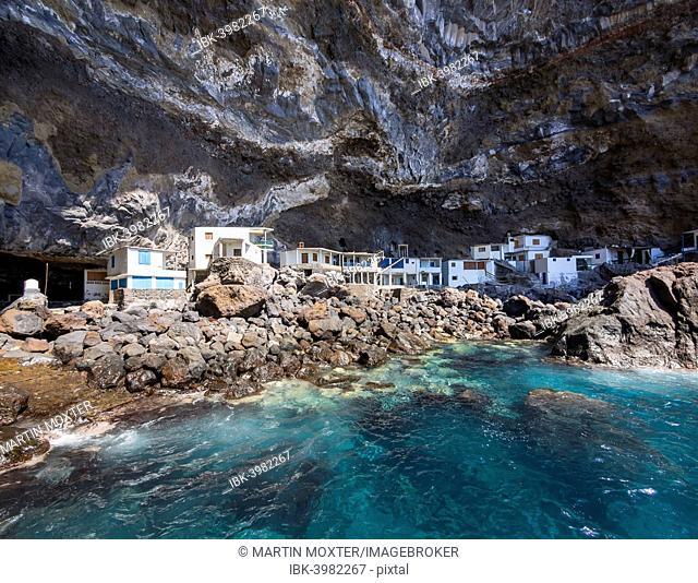 Poris de Candelaria, houses in a cave, rocky coast on the Camino del Poris, Pirate's Cove, Tijarafe, La Palma, Canary Islands, Spain