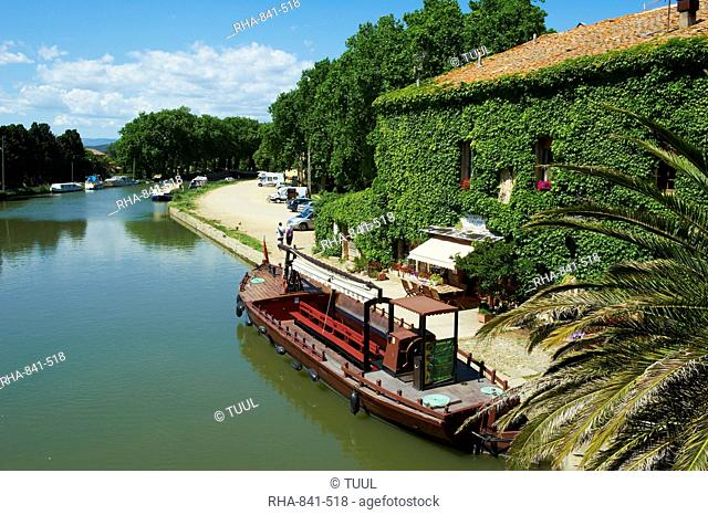 Barge for tourists, Le Somail, Navigation on the Canal du Midi, between Carcassone and Beziers UNESCO World Heritage Site, Aude, Languedoc Roussillon, France