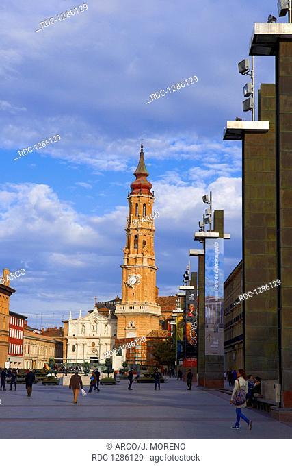 Zaragoza, La Seo cathedral, Basilica del Pilar Square, Saragossa, Aragon, Spain