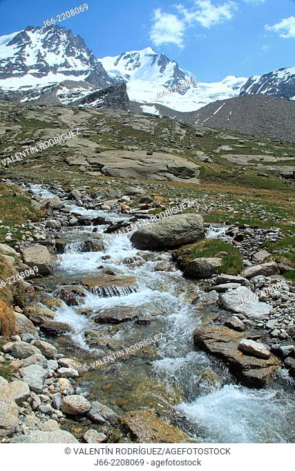 mountain scenery in the valley of Valsavarenche, upload to Chabod. Gran Paradiso peak in the center. National Park Gran Paradiso. Italy