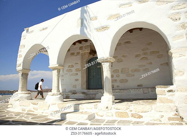 Tourist in front of the Agios Konstantinos and Evagelismos Tis Theotokou Church in Parikia, Paros, Cyclades Islands, Greek Islands, Greece, Europe