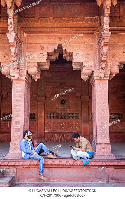 Visitors, in Jehangir's palace, Agra Fort, UNESCO World Heritage site, Agra, India