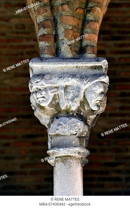 France, Haute Garonne, Toulouse, Jacobin convent, cloister, carved capitals