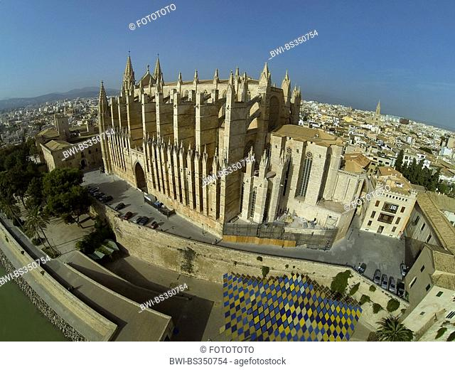 aerial view to La Seu Cathedral, Spain, Balearen, Majorca, Palma de Mallorca