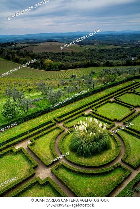 Gardens. Castello di Brolio. Chianti. Tuscany. Italy