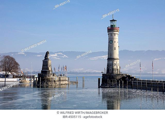 Harbor entrance in winter, Bavarian Lion, New Lighthouse, Lindau, Lake Constance, Bavaria, Germany
