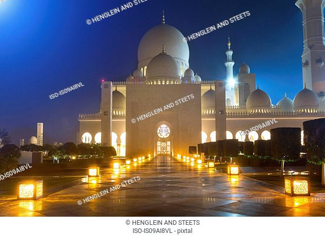 Sheikh Zayed Mosque at night, Abu Dhabi, United Arab Emirates