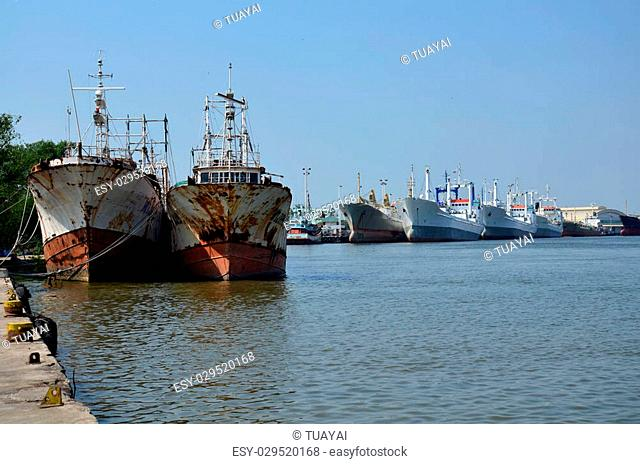 Old Ship stop at Tha Chalom harbour in Mahachai Pier on January 1, 2016 in Samut sakhon, Thailand