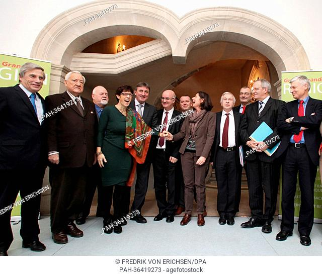Premier of Saarland Annegret Kramp-Karrenbauer (C-R) and new Premier of Rhineland-Palatinate Malu Dreyer (C-L), stand with other summit participants for a group...