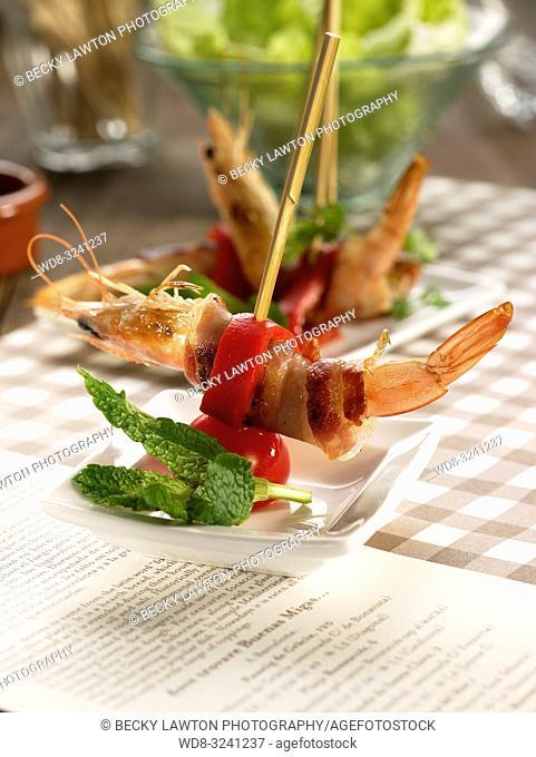 pincho de gamba, bacon y pimiento del piquillo