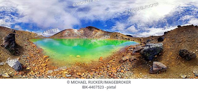 360° panorama with the green sulphurous Emerald Lakes and volcanio Mt Tongariro, Tongariro National Park, Manawatu-Wanganui, North Island, New Zealand