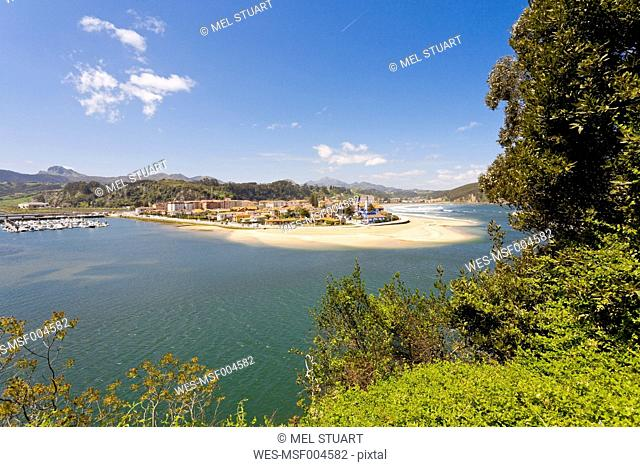 Spain, Asturias, Ribadesella, View on the river mouth of Rio Sella, Pico de Europe in the background