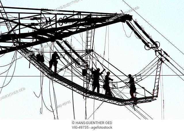 Workers on a pylon. - KRIFTEL, GERMANY, 26/11/2003